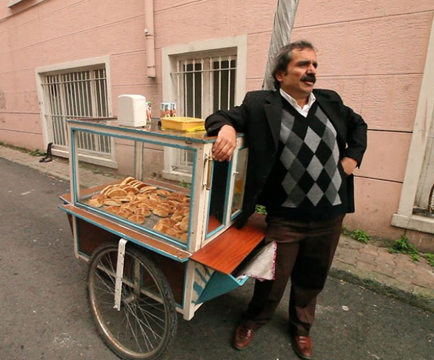 A vendor in the film Ben Geldim Gidiyorum