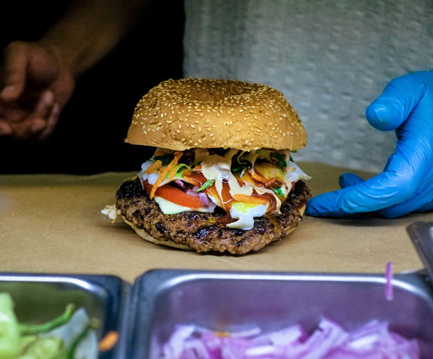 To Karotsi tou Giatrou's burger, photo by Manteau Stam