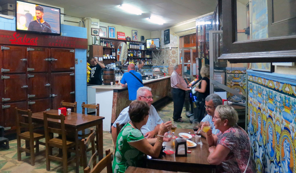 In Sants A Bar That S A Second Home For Many Culinary Backstreets