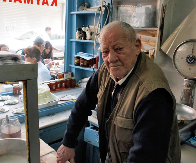 Pando, owner of Beşiktaş Kaymakçı, photo by Yigal Schleifer
