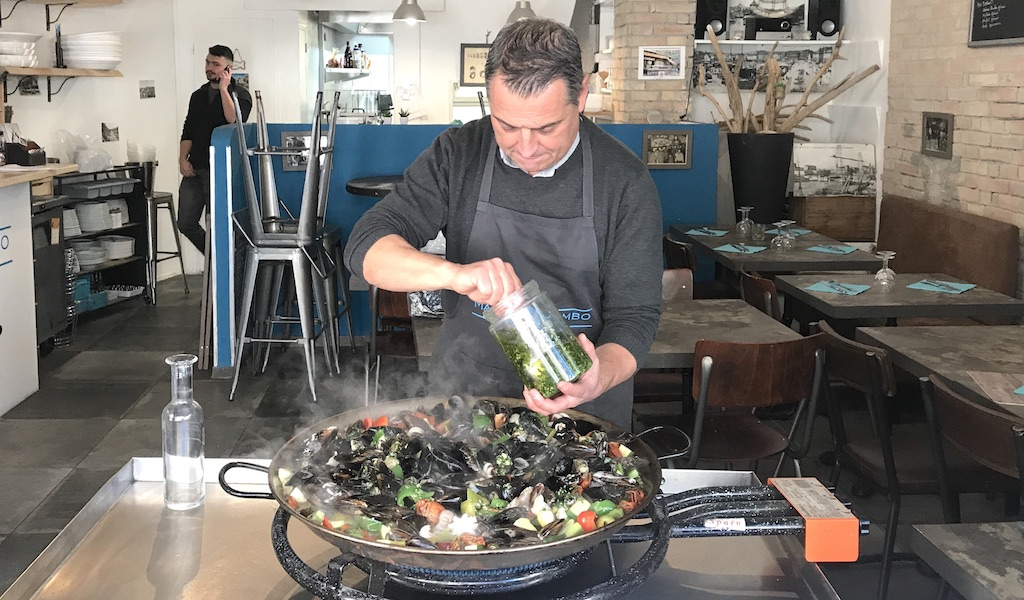 A Small, Family-Run Oyster Seller in Marseille - Culinary ...