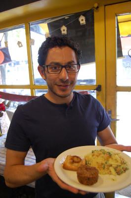 Simsim's Anas Rjab, photo by Taylor Barnes