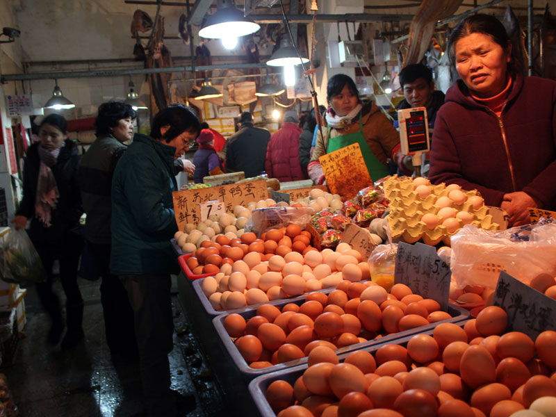 Vendors at Tangjiawan Lu wet market, photo by UnTour Shanghai