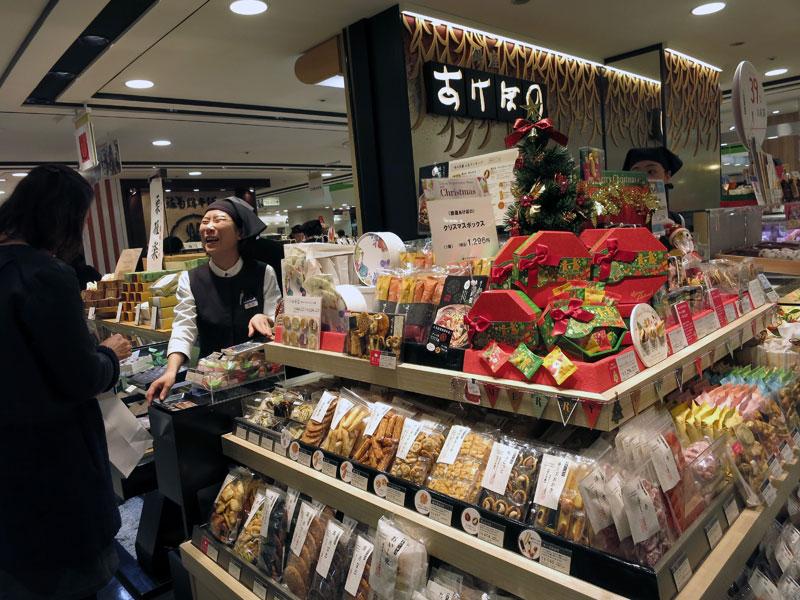 Christmas display at Mitsukoshi, photo by Fran Kuzui