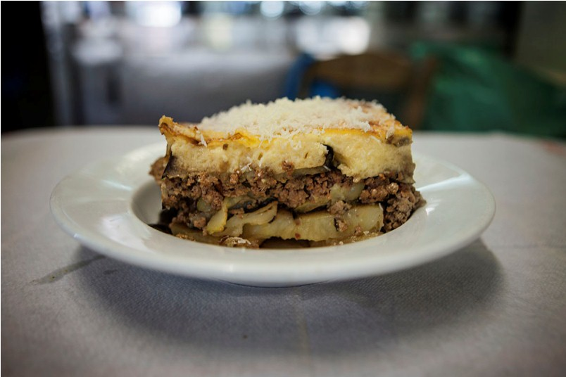 Moussaka at Paradosiako, photo by Manteau Stam